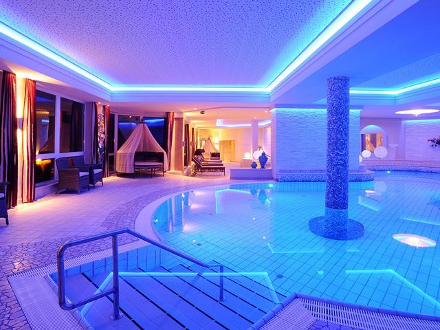 Wellness-im-Herbst-Hotel-Panorama-Kaiserwinkl-Spa