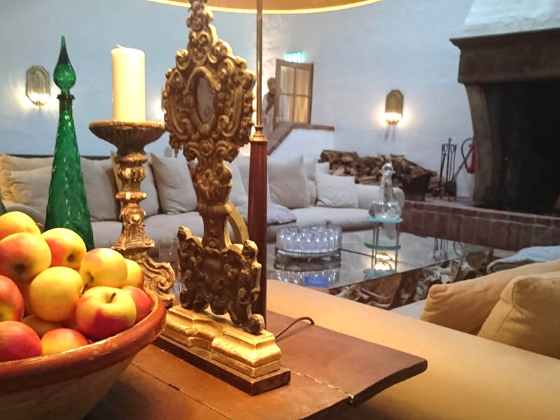 """Früher galt der Spreewald ls spießiges """"Naherholungsgebiet"""" (ein tolles Wort): Doch mittlerweile erlebt die Region, etwa eine Stunde von Berlin entfernt, eine Renaissance. Frei nach dem Motto, """"Warum in die Ferne schweifen...?"""". Zauberhafte Hotels liegen hier, umgeben von schönster unberührter Natur. Das vielleicht bekannteste: Zur Bleiche Resort & Spa, kurz """"Die Bleiche"""". Seit vielen Jahren ist das Haus mitsamt elf Hektar großen Anwesen bei Berliner Gästen ebenso beliebt, wie bei Weitgereisten. Mehr noch. Die Bleiche hat Kultstatus. Und das aus gutem Grund. Bleiche Resort & Spa: Ein Hauch Chichi und ganz viel Charme"""