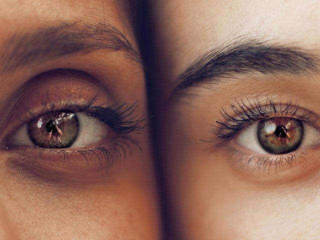 Make-up bei Brille und Kontaktlinsen