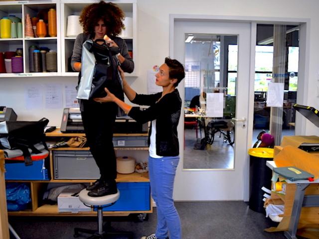 Gründerinnen Nora und Vera von mimycri im Fab Lab Berlin